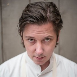 NIVEN KUNZ Groentechef en auteur NIVEN 80/20 en GROENTE! Pas 38 jaar en ruim 13 jaar in het bezit van een Michelinster. Hij is een van de oprichters van Dutch Cuisine en jurylid van o.a. Topchef Academy op RTL 5