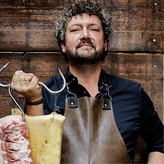 MARCUS POLMAN: Masterchef presentator. Succesvol kookboekenschrijver, culinair journalist, bedenker van Favor Flav, food-ondernemer en vleesgek