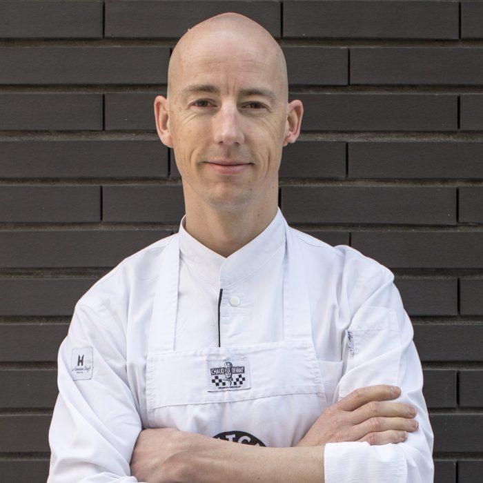 LUC KUSTERS  Innovatieve chef in bezit van zowel een Rode als een Groene Michelinster een restaurant. Een van de oprichters van Dutch Cuisine